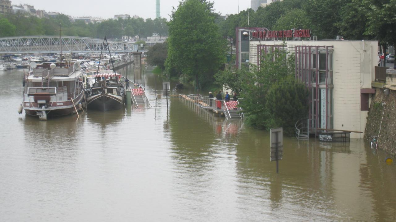 The river flood in Port Arsenal